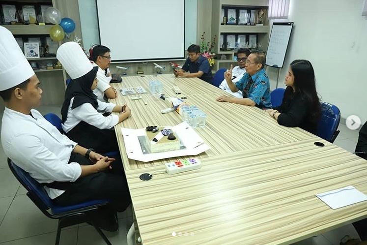 Poltekpar Makassar mengunjungi redaksi Tribun Timur