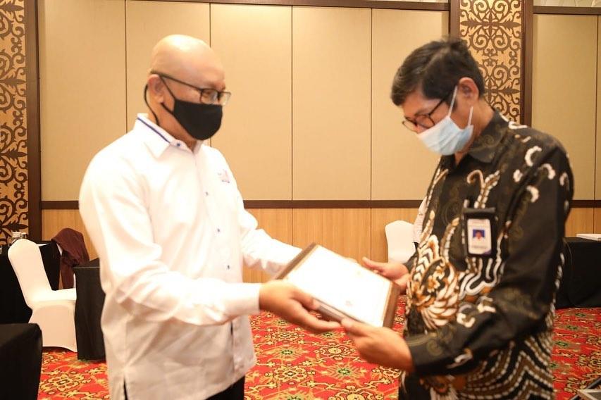 13 Dosen Poltekpar Makassar Mendapat Sertifikat CHE (Certified Hospitality Educator)