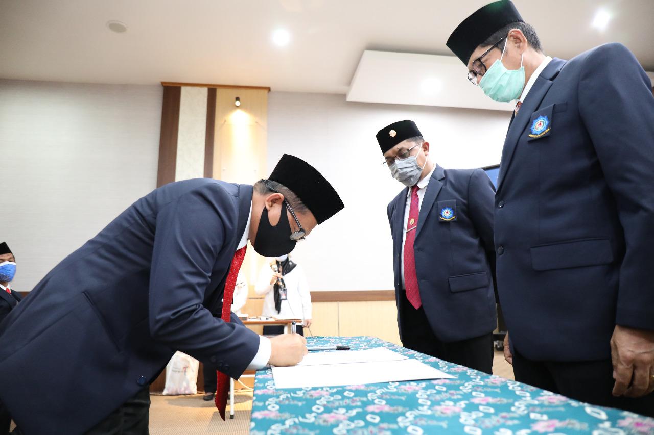Direktur Poltekpar Makassar Melantik Pembantu Direktur II, Ketua Jurusan, Ketua Prodi, dan Kepala Laboratorium.