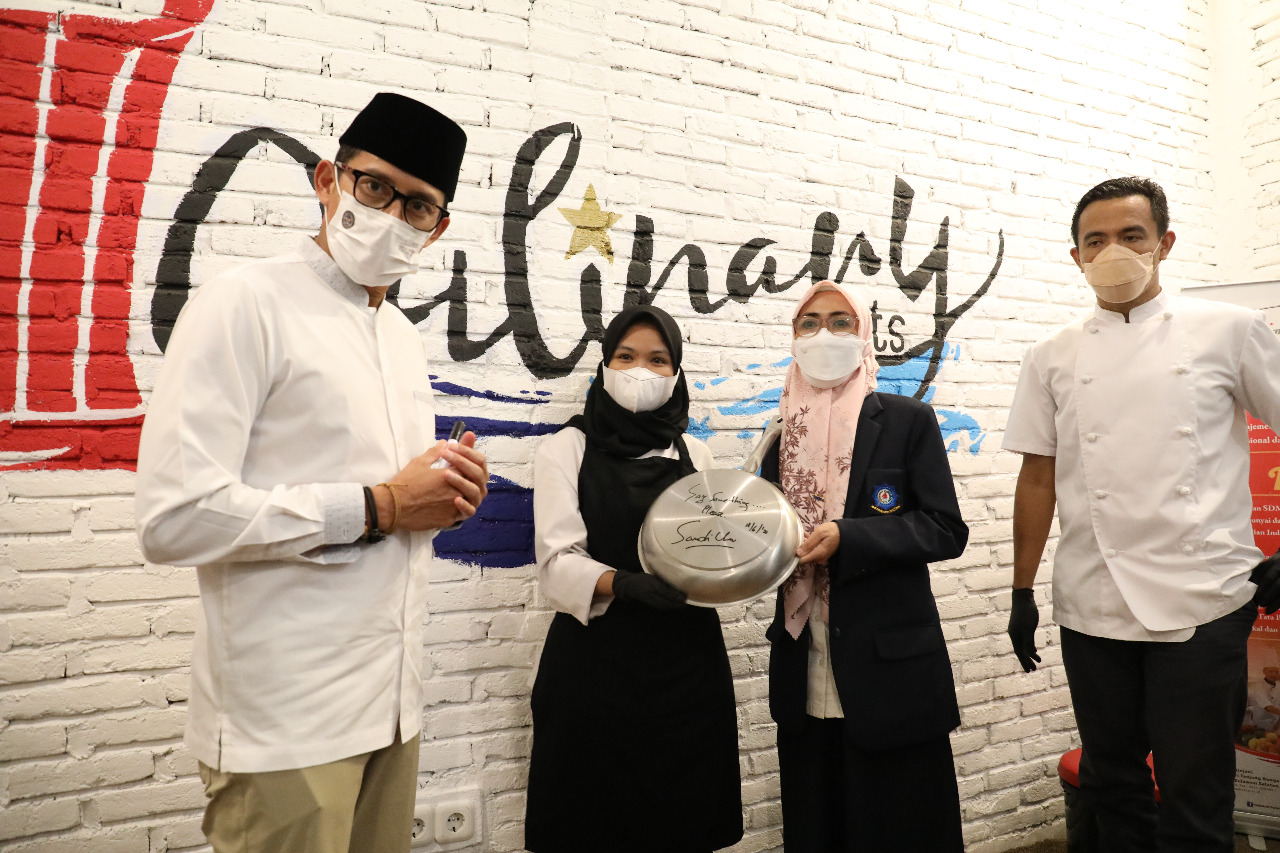 Menteri Pariwisata dan Ekonomi Kreatif/Badan Pariwisata dan Ekonomi Kreatif Kunjungi Dapur Praktik Poltekpar Makassar