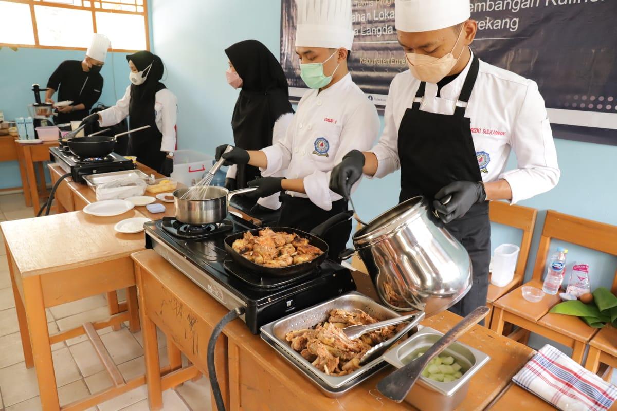 BIMTEK Pemanfaatan Bahan Lokal dalam Pengembangan Kuliner di Desa Langda Kabupaten Enrekang